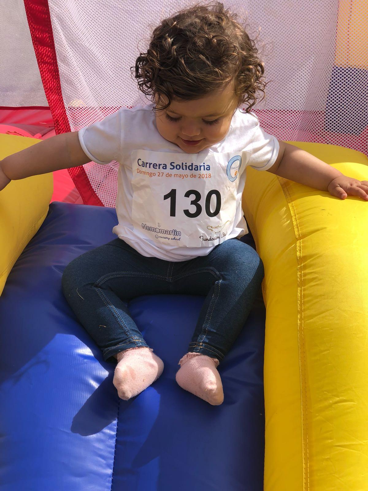 niña jugando evento carrera solidaria escuelas infantiles nemomarlin